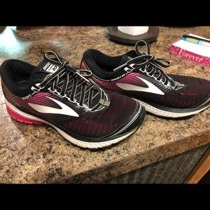 Brooks tennis shoes size 8.5
